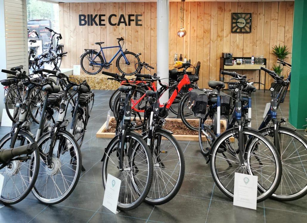 etalage fietscentrum groningen bike cafe fietsenwinkel