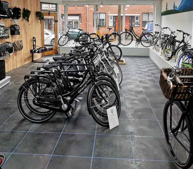 etalage2 fietscentrum groningen bike cafe fietsenwinkel
